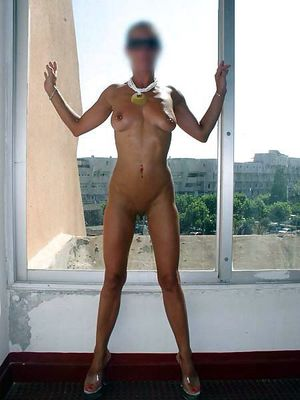 Tanned wife demonstrates her stretched..