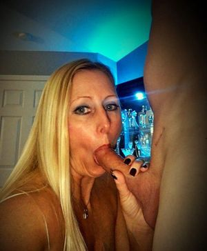 Stacked sexy Blonde mom blowjob selfies