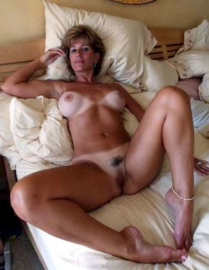 Private hi-res photos of real mature..