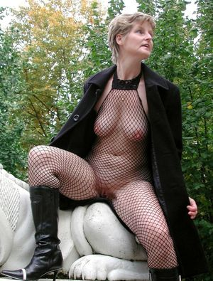 Skinny mature woman posing in fishnet..