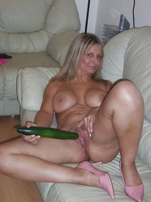 Hot smiley mature housewife showing..