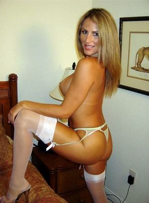 Blonde mature from Amsterdam shows her..