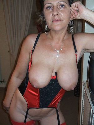 These exciting MILFs is not hesitate..