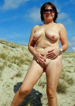 Skinny old whore with dark labia in..