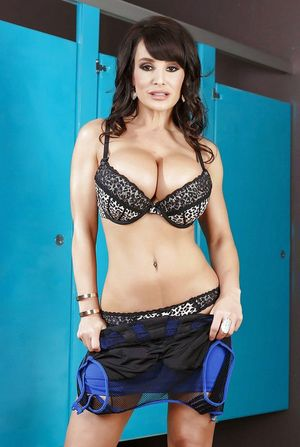 Super milf star Lisa Ann Undresses..