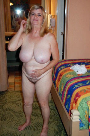 �loppy mature tits, private pics