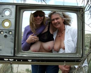 Milfs and lonely women flashing tits..