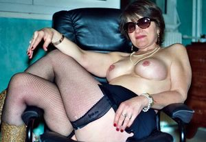 Busty plump MILF in stockings brags of..