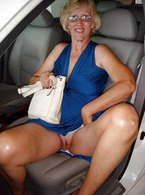 Mature car sluts which without panties..