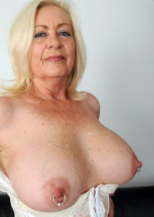 Natural MILF boobs - busty moms..
