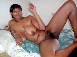 Skiny black milf happy for shows your..