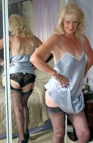 This mature woman is still sexy in her..