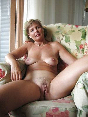 Raunchy mom photographed naked in the..